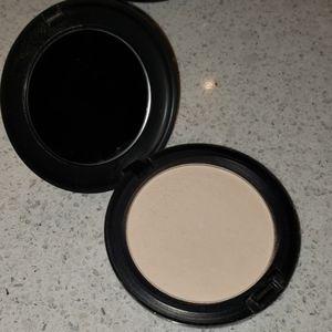 MAC Cosmetics Makeup - FREE - MAC blot powder